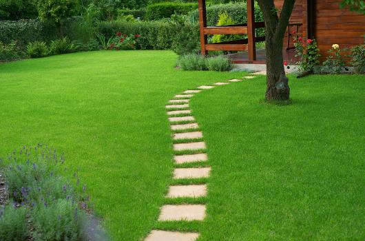 Le recours à un paysagiste pour aménager et entretenir son jardin