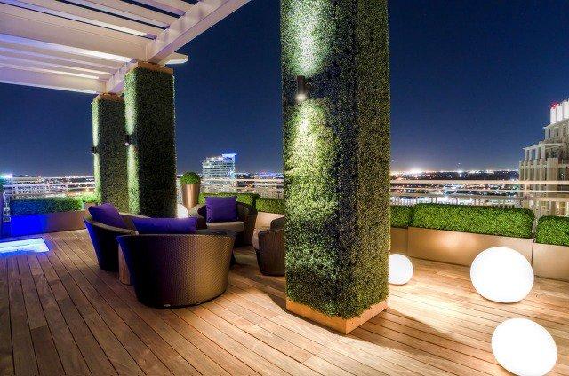 Une terrasse luxueuse et contemporaine à la portée d'un clic